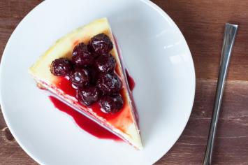 עוגות גבינה לימון-דובדבן