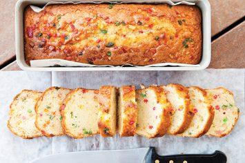 אינגלישקייק - עוגה בחושה עם קליפות הדרים מסוכרות