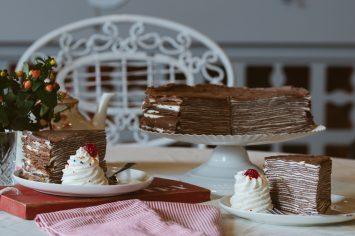 עוגת קרפים בטעם שוקולד ללא אפייה