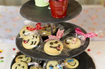 עוגיות בצורת מסיכה למשלוח מנות נפלא בפורים