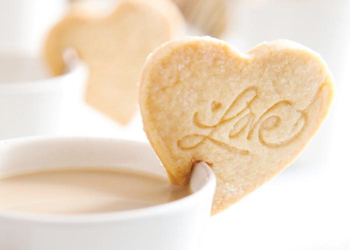עוגיות שמתיישבות על כוס קפה. צילום: דניאל לילה