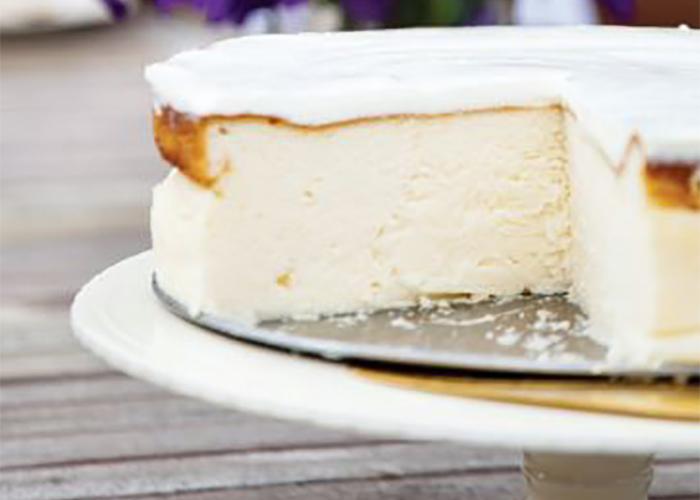 עוגת גבינה אפויה עם שמנת חמוצה. צילום: דניאל לילה