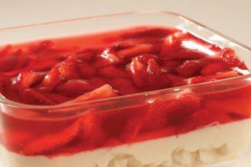 עוגת קצפת עם תותים ומרנג הפלאים