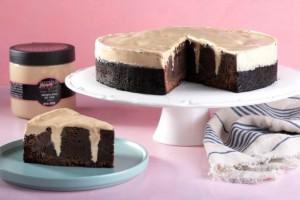 עוגת שוקולד עם גומות קינדר לבן 6