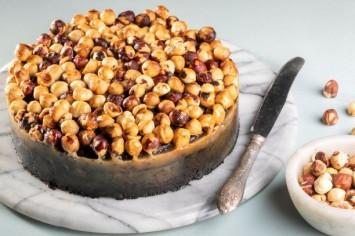 עוגת שוקולד פררו עם אגוזי לוז מקורמלים של קרין גורן