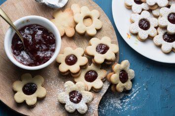 עוגיות סנדוויץ' במילוי ריבה של רות אופק