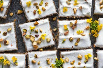 עוגת ביסקויטים במילוי קרם גבינה ושוקולד לבן
